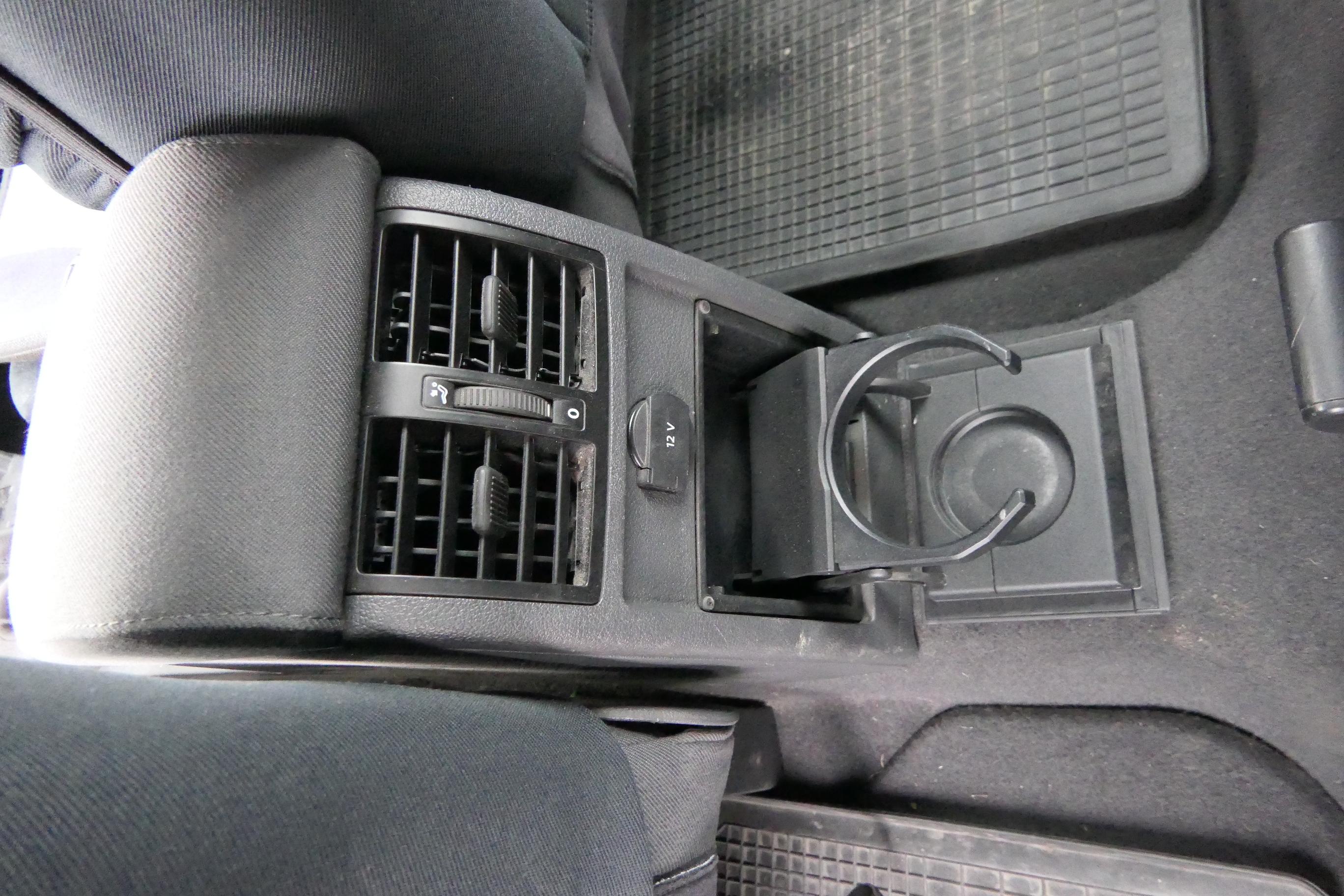 vw caddy 3 2k mittelarmlehne armlehne fach komplett. Black Bedroom Furniture Sets. Home Design Ideas