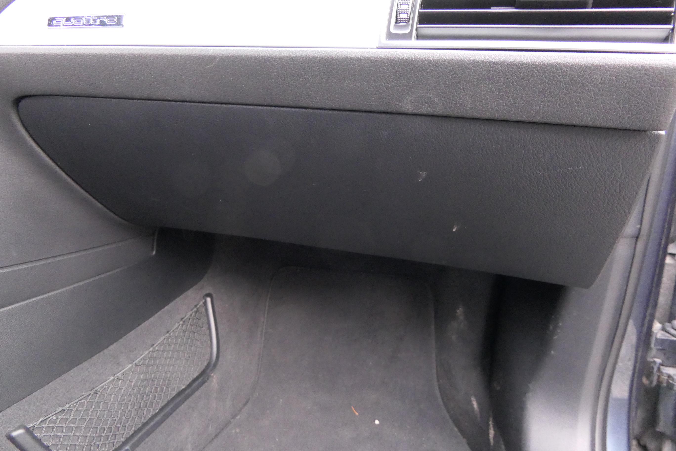 Original Audi A3 8P Handschuhfach Deckel Handschuhfachdeckel Soul Schwarz